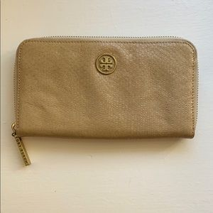 Tori Burch wallet
